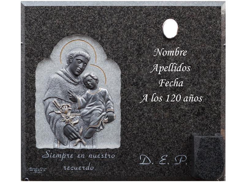 Lápida con imagen de San Antonio en relieve