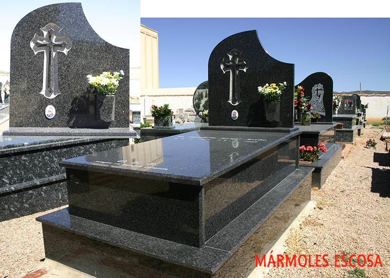Panteon de Negro Sudafrica con cruz en relieve